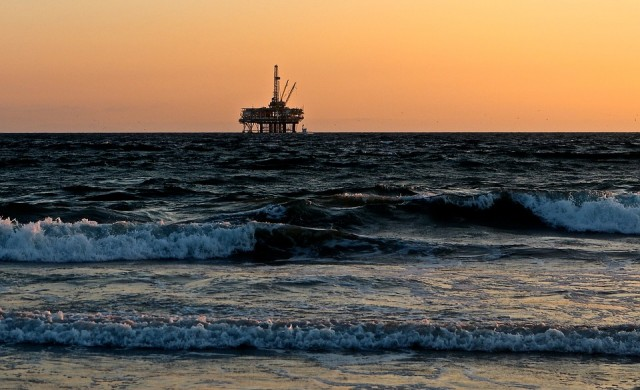 Най-големият фонд иска да излезе от инвестициите в петрол и газ