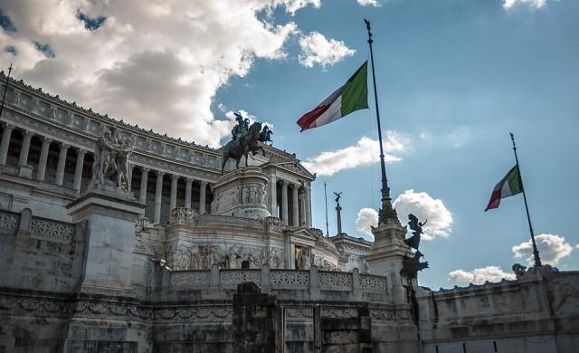 Италия въвежда данък Facebook
