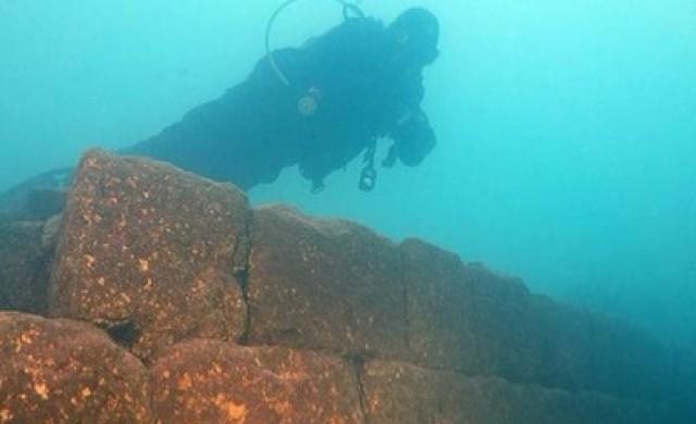 Крепост на 3000 години откриха на дъното на турско езеро