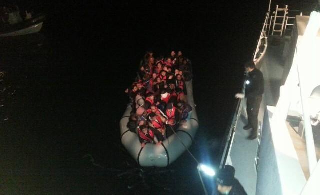 Български кораб спаси десетки мигранти край Лесбос