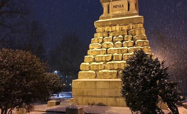 117 снегорина чистят София, обработват отново със соли
