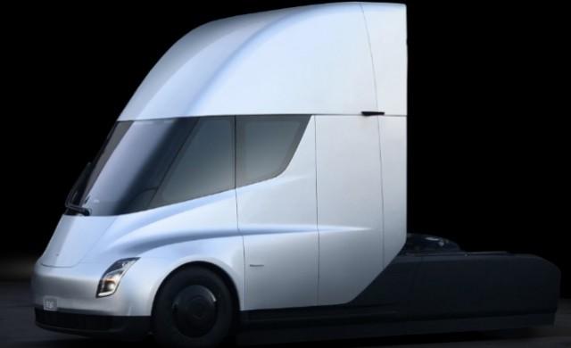 Камионът на Tesla гълта ток колкото 4 хил. домакинства