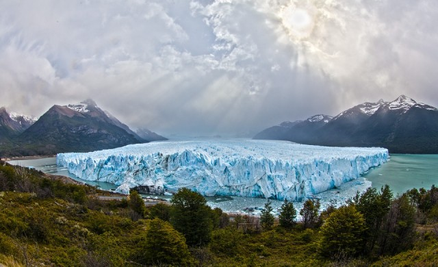 Огромен айсберг се откъсна от ледника Грей