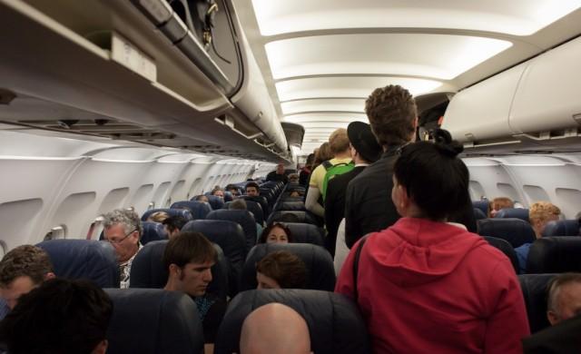 Пет луди неща, които стюардесите са видели по време на полет