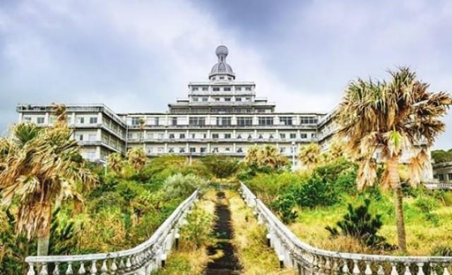 Призрачна разходка в най-големия изоставен хотел в Япония