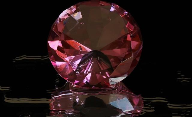 2.6 млн. долара за карат: продадоха уникален розов диамант