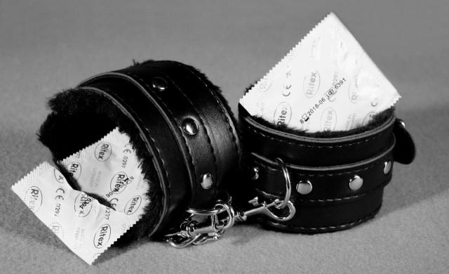 В Италия: Безплатни кондоми и връщане на казармата