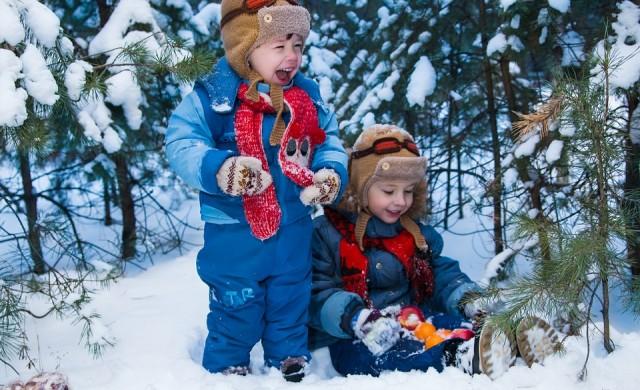 Защо децата ни трябва да играят повече навън през зимата?