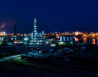 Петролът възобнови спада си след вчерашното прекъсване