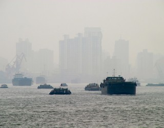 Китайската битка със смога изстреля паладия към рекордни висини