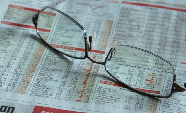 Акциите поевтиняват в очакване на новини за търговските преговори