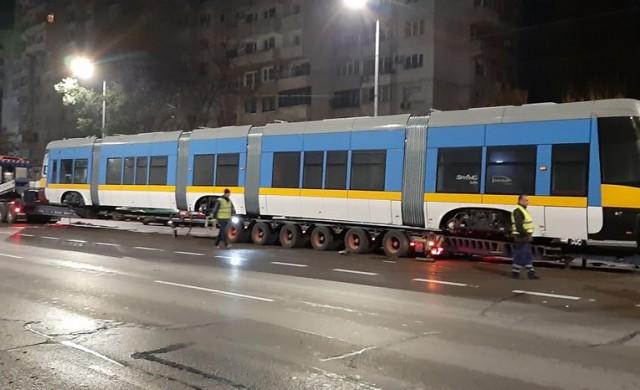 Пристигна първият от 13-те нови трамвая за линия 5