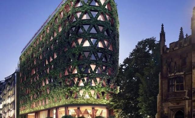 Нов хотел в Лондон се превръща в най-голямата жива стена в Европа