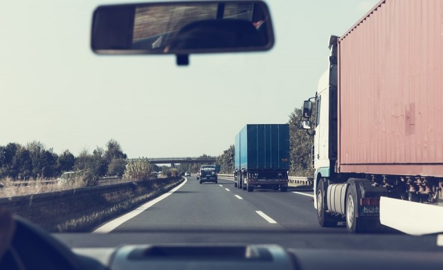 Тол таксите за масовия тежкотоварен трафик от 4 до 7 ст на км