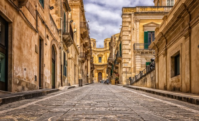 Чаровният италиански град, който подарява къщи