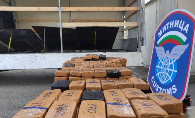 Близо 100 кг  хероин за над 3.6 млн. лв задържаха на Дунав мост