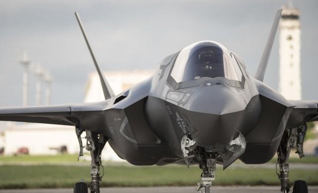 Освен самолети, ОАЕ купуват и бойни дронове от САЩ