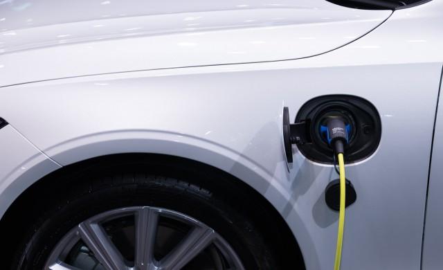 Електрическите автомобили заемат все по-голям дял от продажбите в ЕС