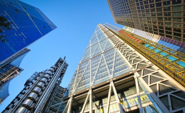 Строителството на офиси в Лондон се свива наполовина