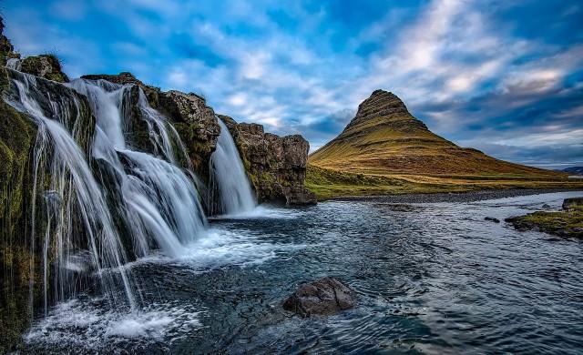 Исландия иска да рестартира туризма си. Но само за богатите