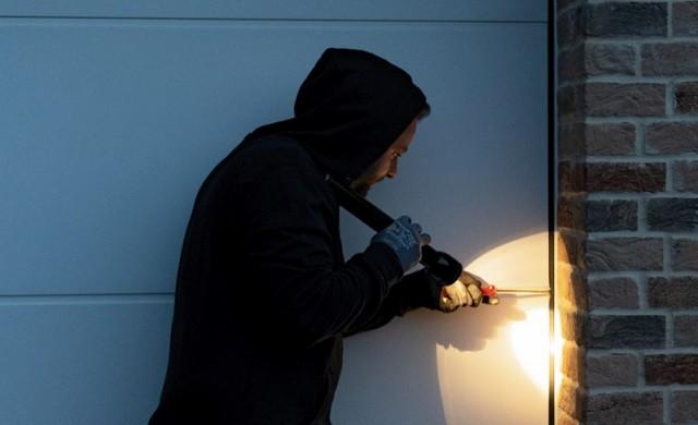 Повече сигурност за гаражни секционни врати предлага Hörmann