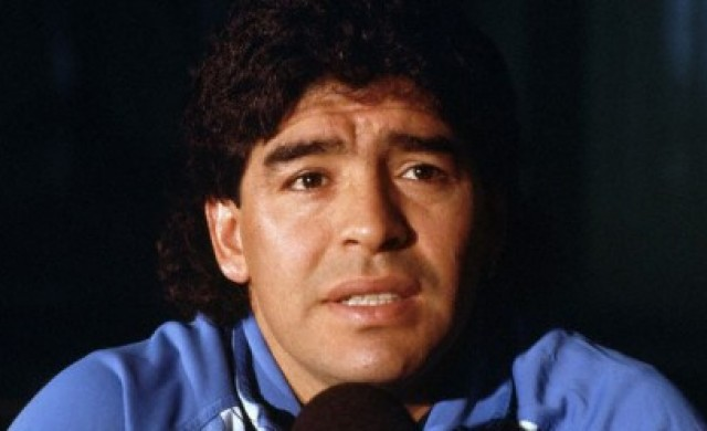 Отиде си футболната легенда Диего Марадона