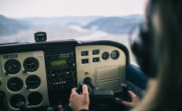 Историята на руския пилот, който COVID-19 превърна в доставчик на храна