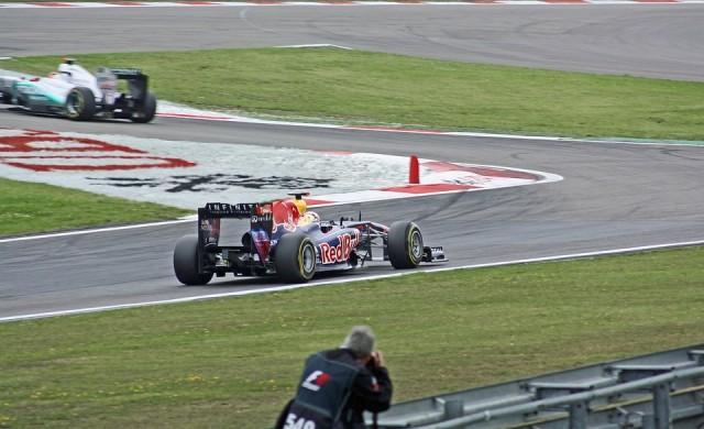Ужасяващ инцидент на старта на Формула 1 в Бахрейн (снимки)