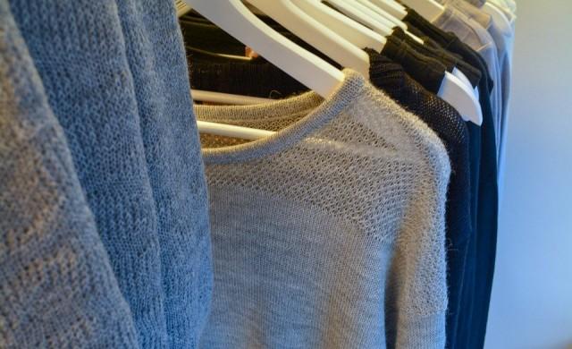 11 основни дрехи в гардероба, които жените обичат, но вече не са модерни