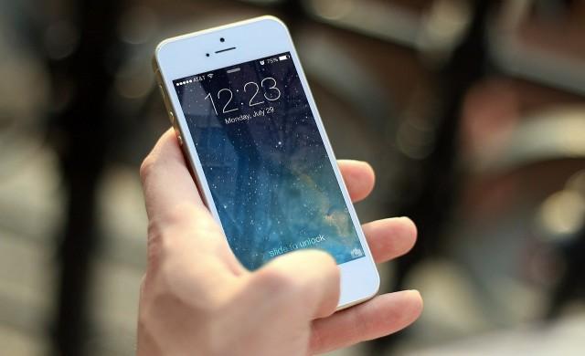 Глобиха Apple с 10 млн. евро, телефоните им не били водоустойчиви