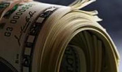Доларът с най-голямото си повишение спрямо основните валути от месец насам