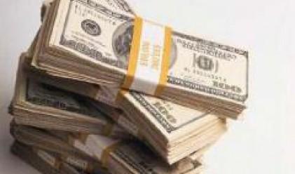 Спад на долара в условия на слаба търговия