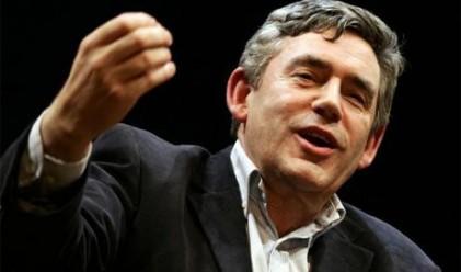 Браун:Заплатите на държавните служители да се намалят с 20%