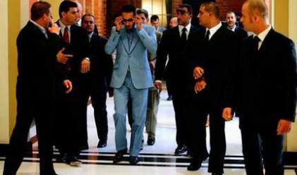 Син на Кадафи напусна италиански хотел без да плати