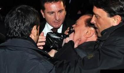 Захвърлената по Берлускони статуетка - хит по Коледа