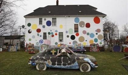 Художници разкрасяват изоставени къщи в Детройт