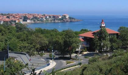 Събарят първия незаконен хотел по Черноморието