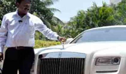 Как индийски бръснар си купи 68 луксозни автомобила
