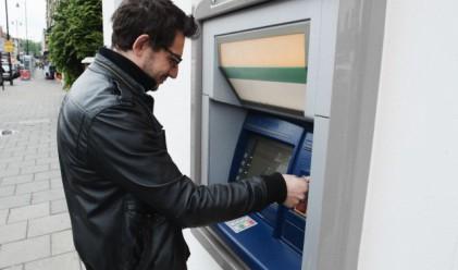 Паника сред клиентите на най-голямата банка в Латвия