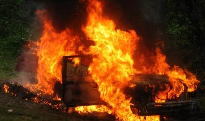 Пламъци унищожиха нови три автомобила в София