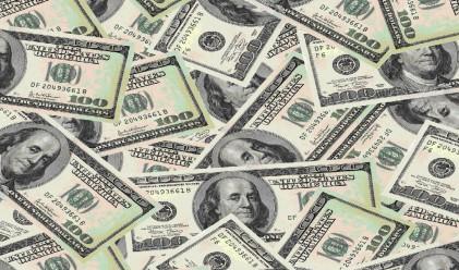 Доларът губи позиции спрямо всички основни валути