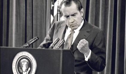 Никсън имал интимни отношения с банкер