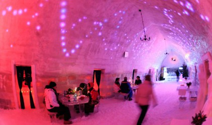 Леденият хотел в Румъния отвори врати