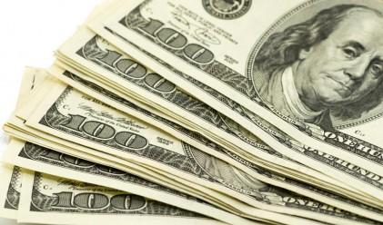 Защо доларът ще продължи да поскъпва и догодина?