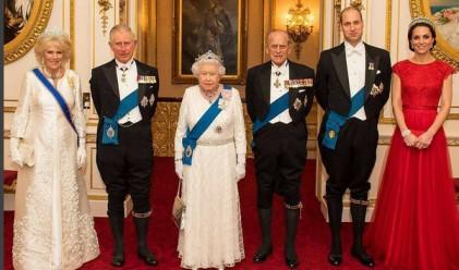 Кралското семейство заслепява с блясък на прием в Лондон
