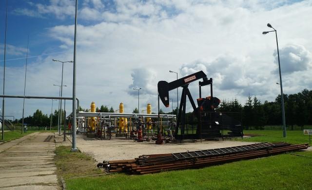 Петролът достигна 18-месечен връх след историческо споразумение