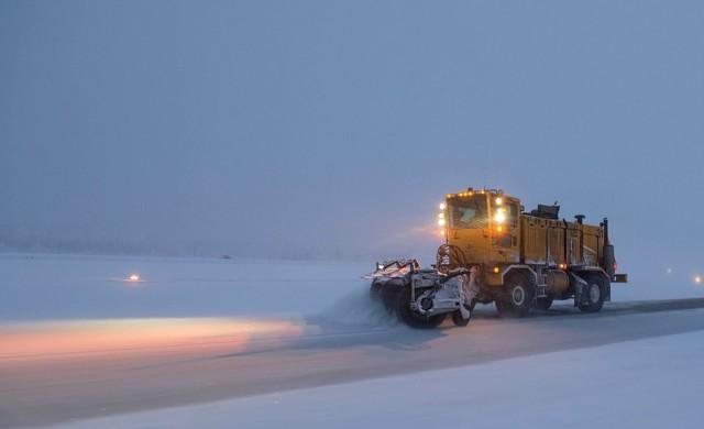 300 снегорина чистят пътищата, вали в цяла Северна България