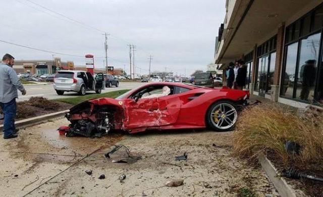 18-годишен безмилостно размаза чисто ново Ferrari 488 GTB
