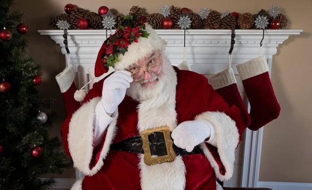Как дядо Коледа пътува по света? Отговорът се крие в Айнщайн