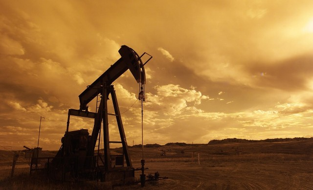 Очаквания за спад в запасите на САЩ тласнаха петрола нагоре
